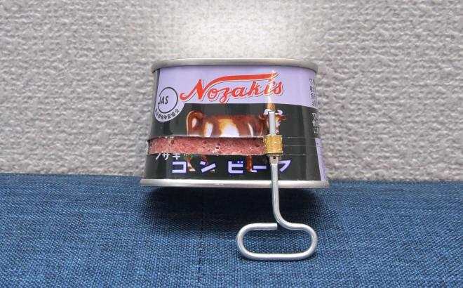 ノザキのコンビーフ「枕缶」【開け方�B】正面も「巻き取り鍵」で巻いていく