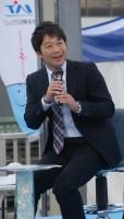 イベントで司会を務める山田さん (撮影:2011年)