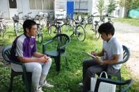 甲子園直前の菊池雄星投手(当時、花巻東)を取材する山田さん(撮影:2009年)