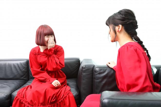 田村芽実(写真右)と赤澤える(同左)