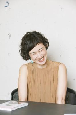 笑顔を浮かべてインタビューに応じる安田成美(C)oricon ME inc.