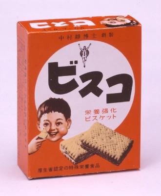 昭和31年のパッケージは、赤色もビスコ坊やも現在とは異なる