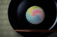 『鳥語花香』 練り切り製 小豆こし餡 「鳥は語らい花香る」だんだん春めいてきた様子を表したお菓子