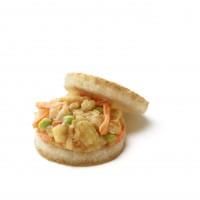 「モスライスバーガー海鮮かきあげ(塩だれ)」…日本生まれのチェーンとして日本の食文化を生かした商品開発も。