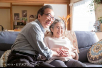 小日向文世と竹下景子が演じるドラマ『70才、初めて産みますセブンティウイザン。』(NHK・BSプレミアム、毎週日曜夜10時放送)