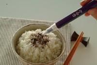 ボールペン型 ゆかり 使い方をレクチャー�D ご協力:三島食品