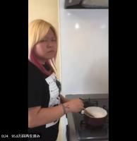 わらび餅をつくる世志琥