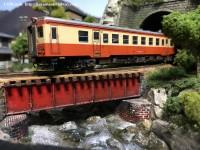 赤鉄橋を渡るキハ52