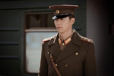 『愛の不時着』で北朝鮮の将校、リ・ジョンヒョク役のヒョンビン