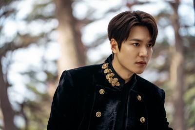 Netflixオリジナルシリーズ『ザ・キング:永遠の君主』で大韓帝国皇帝のイ・ゴン役を演じたイ・ミンホ
