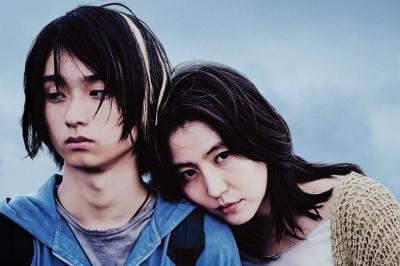 映画『MOTHER マザー』で主演を演じた長澤まさみと息子役の奥平太兼(C)2020「MOTHER」製作委員会