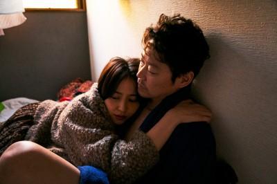 長澤まさみと阿部サダヲ(C)2020「MOTHER」製作委員会