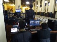 動画を撮影し、配信している僧侶たち