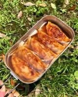『餃子の炊き込みご飯』の具材をメスティンに入れる