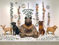 個展に展示されているたくさんの動物たち