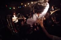 激しいパフォーマンスも魅力、バンド「ぼくたちのいるところ。」のライブ