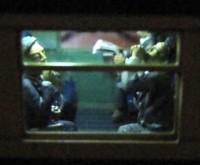【鉄道模型に重量感を求めて氏コメント】煙草/ビールを飲む会社員。昔の列車内では、煙草やお酒を飲む、こんな大人達をよく見かけましたね。通路側に座った喫煙者が窓側の灰皿に吸い殻を入れる度に灰が散って困ったこともありました。