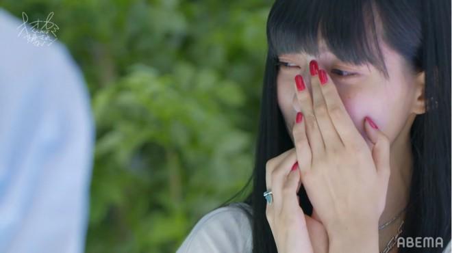 よしきの告白に号泣するひとみ(C)ABEMA,Inc.