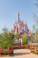 東京ディズニーランドの新しいシンボルとなりそうな高さ約30mの「美女と野獣の城」