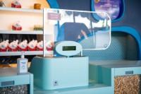 レジカウンター 感染症予防対策のためのシールドの様子