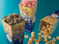 パーク初登場の「クッキークリーム」のほか「キャラメル&チーズ」「ストロベリーミルク」の3種類のフレーバーを用意