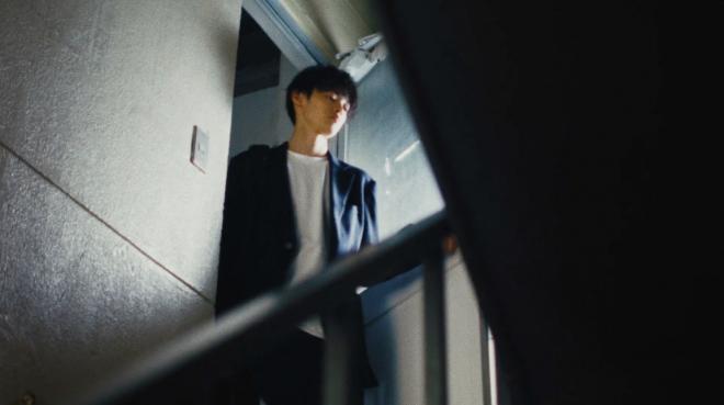 窪塚愛流出演の『ザ・スーツカンパニー』CM「オフィスカジュアル化はじまる」篇より