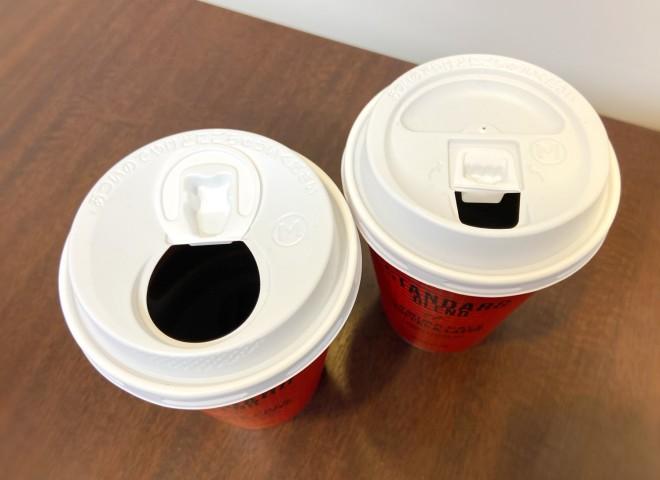 写真左が新しくなったファミリーマートのコーヒーのふた