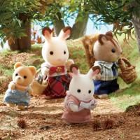 栗拾いにやってきたショコラウサギのフレアちゃんたち(画像提供:エポック社)