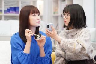 『ウチの娘は、彼氏が出来ない!!』(左から)菅野美穂、浜辺美波(C)日本テレビ