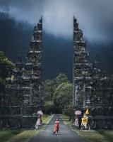 異世界に繋がっていそうなゴルフ場入り口(インドネシア・バリ島)