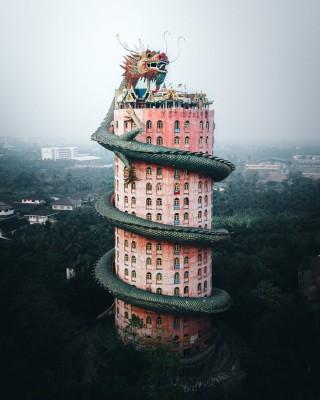 タイのお寺が「リアルドラゴンボール」!? _deepskyさん