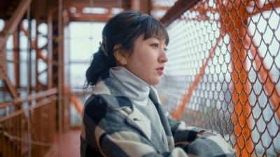 留学前、オリジナル楽曲『天才じゃなくても』のMVに出演した谷花音 MV「天才じゃなくても」より