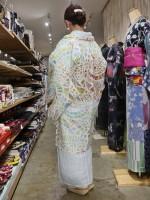 """""""敷居がおもいっきり低い着物店""""としてカジュアル着物を発信している"""