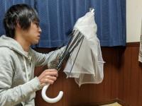 """ビニール傘を使った""""雑コスプレ""""、一体なんのコス?"""