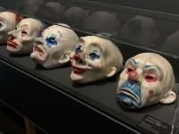 ヒース・レジャーが着けたクラウンマスク(『ダークナイト』2008年)がずらり