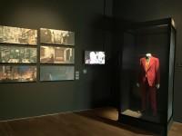 『ジョーカー』(2019年)のコンセプトアートやホアキン・フェニックスが着たジョーカーのコスチューム