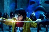 妖刀「鬼切丸(おにきりまる)」を受け取るケイ(寺田心)(C)2021『妖怪大戦争』ガーディアンズ