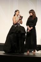 (左から)カミラ・カベロ、イディナ・メンゼル