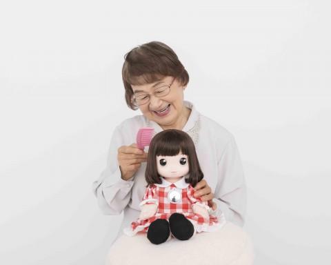『あみちゃん』 髪の毛には『リカちゃん』人形の技術が使用されている (C)タカラトミー