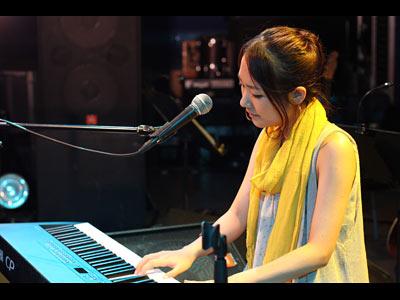 Dewのボーカル&ピアノ・大西春奈