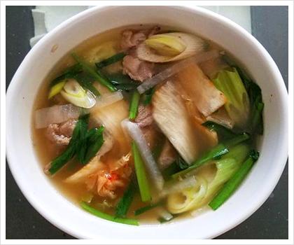 牛スジとキムチのスープ