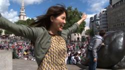 吉岡聖恵 トラファルガー広場にて (C)NHK
