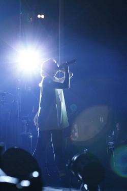 """木村カエラ『心のリズムがシンクロした瞬間……""""歴代最高潮""""の『Synchronicity』ツアーをレポート』"""