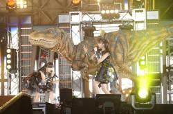 恐竜も応援に駆けつけた!?