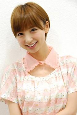 """3位のAKB48・篠田麻里子は""""着こなし術""""が注目された"""