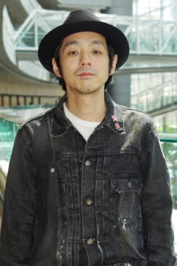 宮藤官九郎 SPECIAL INTERVIEW 脚本家ではなく映画監督としてのおもしろさ—— 照れずに自分を出してみようと思った映画