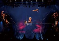 Costumes : Liz Vandal c 2013 Fuji Television Photo : Benoit Fontaine Costumes : Liz Vandal c 2009 Cirque du Soleil