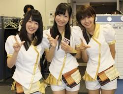 オリコンを訪れた(左から)原直子、岸田麻佑、天野なつ