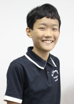 現在12歳、プロ作家としての道を歩み始めた奥田弦。夏休みにやりたいことは「木登り」