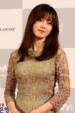 第19回釜山国際映画祭レッドカーペットに出席